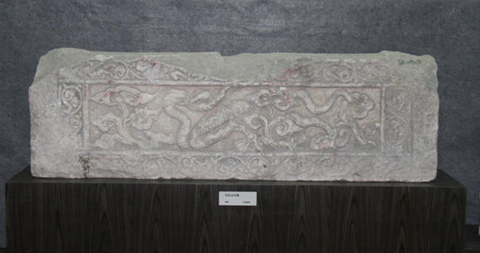 Indoor exhibition hall: white marble components