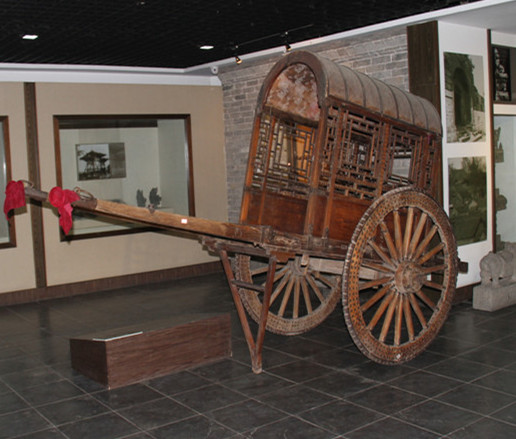 Indoor exhibition hall: mule car