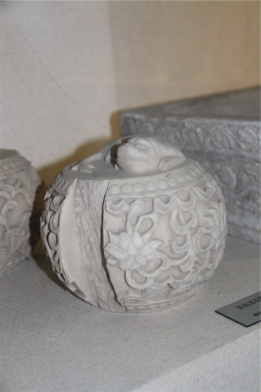 Indoor exhibition hall: White marble stone drum